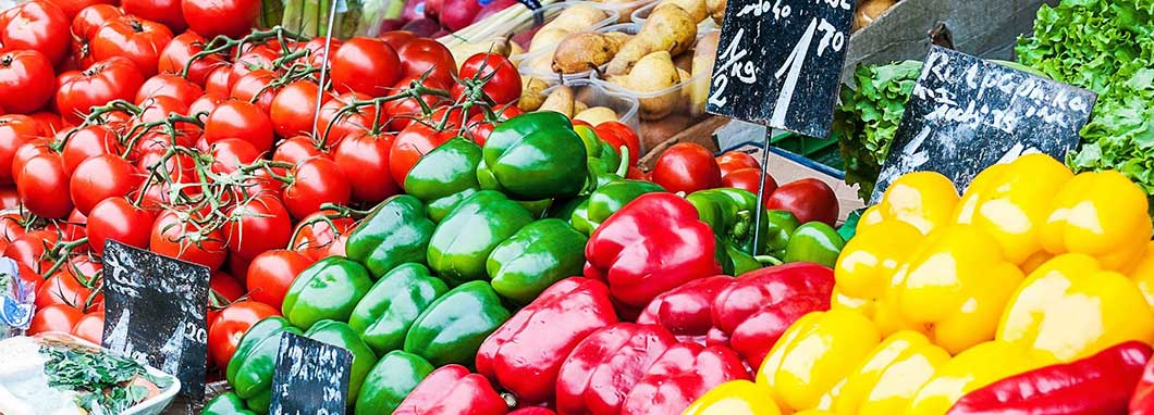 Fruits et légumes dans un marché agricole