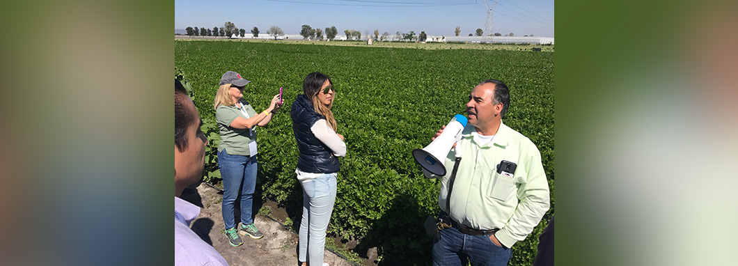Tour leader Esteban Macías describes crop protection practices at Grupo U facility.