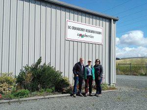 Rebecca Lee visite la BC Cranberry Research Farm