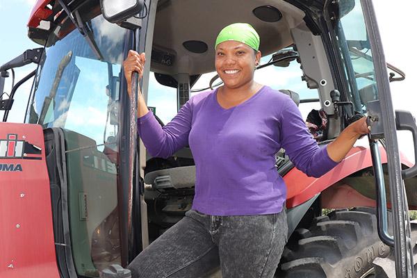 felena sur un tracteur